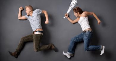 5 कहानियां जो बताती हैं क्यों पति अपनी पत्नी से डरते हैं