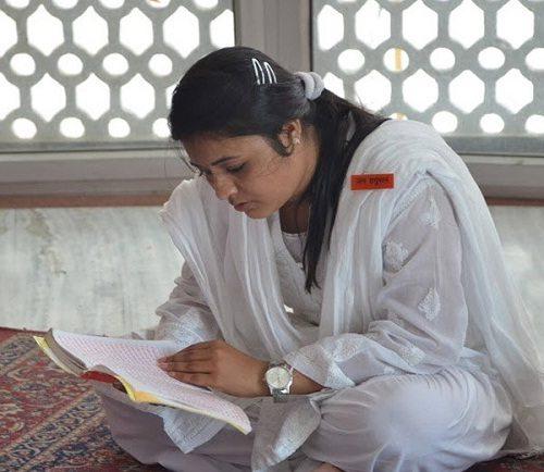 'हैरान हुए घरवाले माथे पर टीका देखकर , कहते थे- तुम मुस्लिम हो फिर मंदिर क्यों गई'