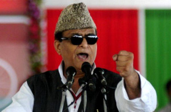 उत्तर प्रदेश के शहरी विकास मंत्री आज़म खान ने ख़ुद अपनी ही सरकार के अधिकारियों पर ई रिक्शा चयन और वितरण में धांधली का आरोप लगाया है. यही नहीं इसकी चर्चा करते हुए उन्होंने मंच से अधिकारियों को धमकी दी की अगर एक भी रिक्शा गलत गया तो वे उनको बिल्कुल उल्टा टांग देंगे. उन्होंने यह भी कहा कि 'पब्लिकली कह रहा हूँ, आपके खिलाफ अपराधिक मुकदमा दर्ज कराऊंगा.'