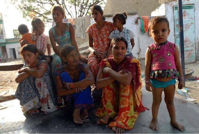 Photo of ऐसा समाज जहाँ मर्द खुद करता है अपनी औरत की दलाली