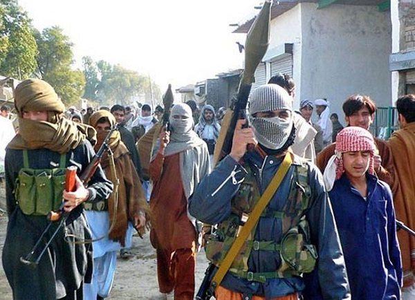 भारत के खिलाफ हमलों को अंजाम देने वाले पाक आतंकी संगठन लश्कर की नई साजिश का पर्दाफाश हुआ है। बेगुनाहों की जान लेने वाले अपने लड़कों को बचाने के लिए लश्कर भारतीय कानून का सहारा ले रहा है। इस आतंकी संगठन ने जम्मू-कश्मीर में अपने लड़ाकों से कहा है कि अगर वो पकड़े जाते हैं तो अपनी उम्र 18 साल से कम बताएं।
