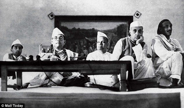 Netaji_Subhas_Chandra_Bose_left_with_Jawaharlal_Nehru_right_at_a-a-67_1428963372903