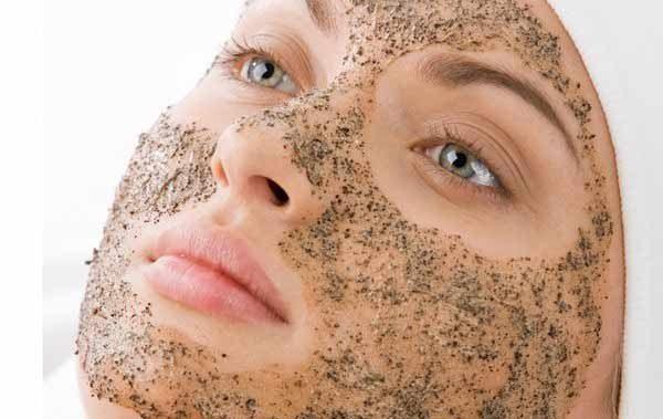 जानिए किस तरह काली मिर्च का इस तरह उपयोग कर आप मिनटों में पा सकते हैं गोरी और निखरी त्वचा