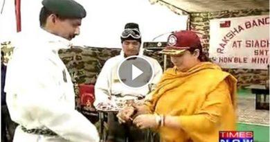 विडियो : देखें किस तरह स्मृति ईरानी ने सियाचिन में सेना के जवानों के साथ मनाया रक्षाबंधन !!