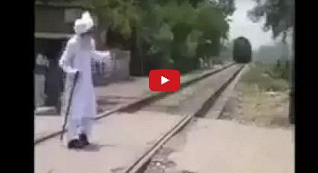 देहला कर रख देने वाला विडियो : क्या हुआ जब ट्रेन के आगे आके खड़ा हो गया ये बुजुर्ग
