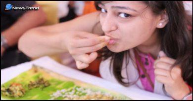 हाथ से खाना