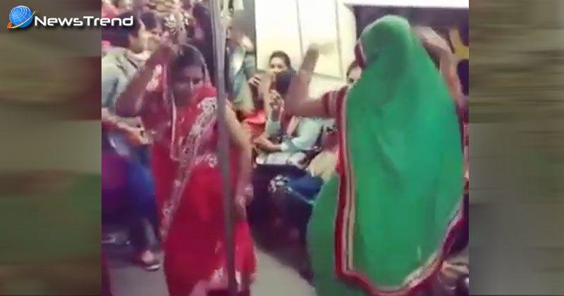two women dance delhi metro