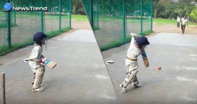 4 years childern play wondrfull cricket