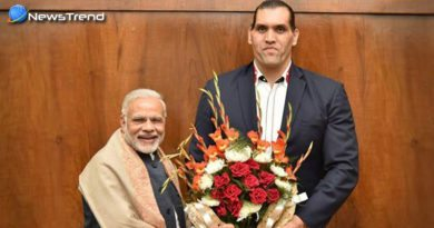 the great khali meets pm modi backs currency ban