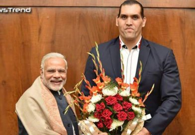 प्रधानमंत्री मोदी के समर्थन में आये द ग्रेट खली, मिलकर दिया तोहफा… कहा नोटबंदी है एक अच्छा फैसला!