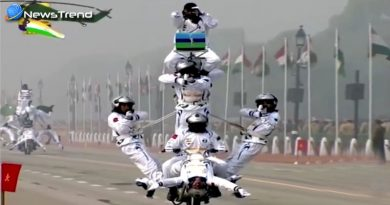 Indian army show stunt on bike