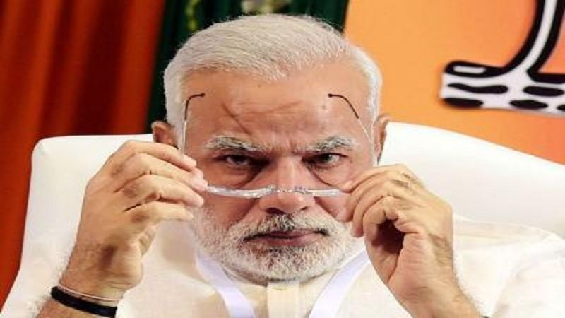 PM Modi left presentation