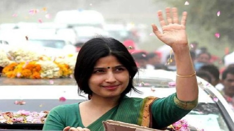 Dimple yadav gets angry with sp workers