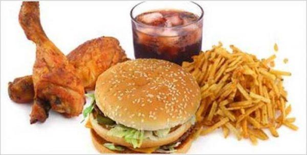 सोने से पहले भूलकर भी ना खाएं ये 10 चीजें, हो सकती हैं गम्भीर समस्याएं