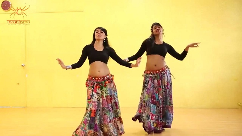 Photo of पिंगा गाने पर इन लड़कियों का हॉट बेली डांस देख दीपिका और प्रियंका के छुट जाएंगे पसीनें – देखें वीडियो