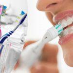 भूलकर भी ना करें किसी और के टूथब्रश का इस्तेमाल, हो सकती हैं ये गंभीर बीमारियाँ!