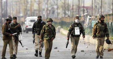 आतंकियों से मुठभेड़ कर रही सेना पर हुई 'पत्थरबाजी', सेना ने 'पत्थरबाजों' को उतारा मौत के घाट!