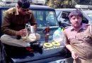 उत्तर प्रदेश पुलिस की ऐसी शर्मनाक हरकत शायद ही किसी ने पहले देखी होगी… देखें वीडियो!