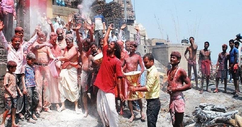 Photo of सबसे पहले यहां चिता की भस्म से होती है होली, भोलेनाथ के नारों से गूंज उठता है आकाश