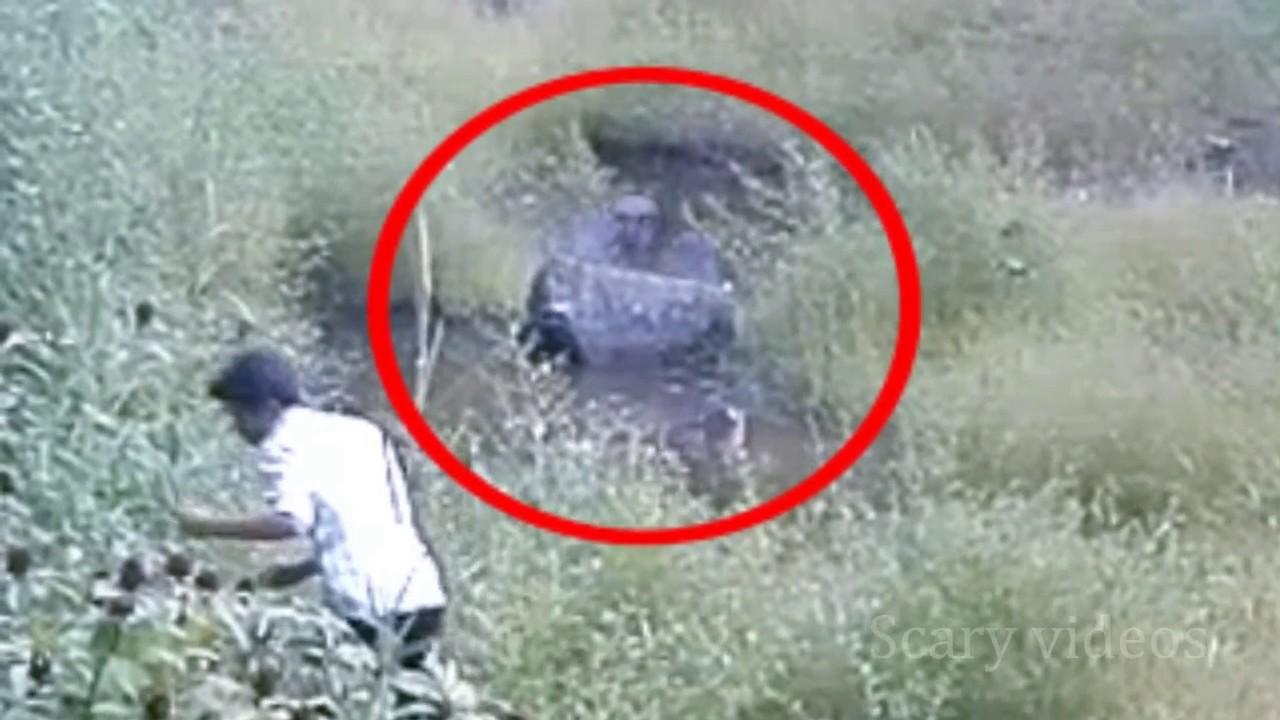 Photo of लड़के की हालत उस समय खराब हो गयी जब उसने पानी से निकलते देखा भूत को…. देखें वीडियो!