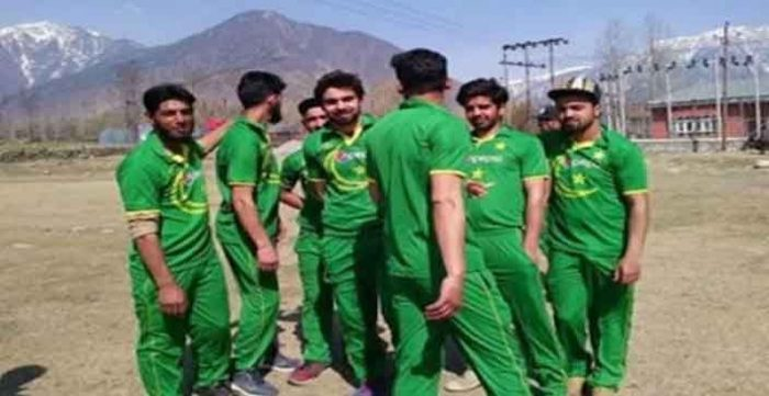 Kashmiri wears Pakistani jerseys