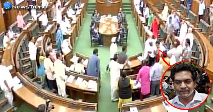 'केजरीवाल के गुंडों' ने विधानसभा में की कपिल मिश्रा को जान से मारने की कोशिश – देखें वीडियो