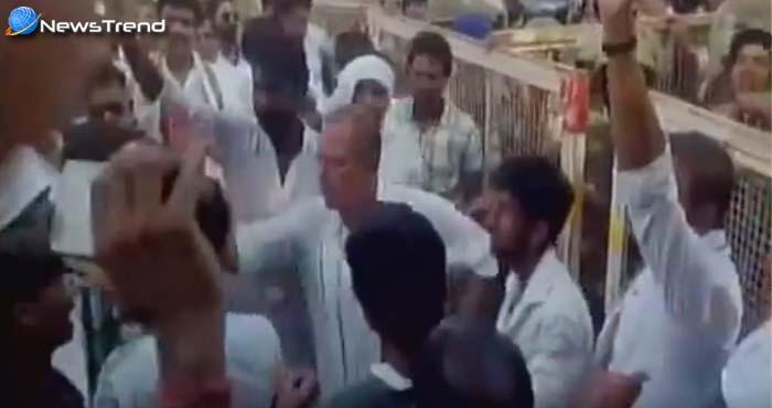 कांग्रेस नेता अजय सिंह ने अपनी ही पार्टी के कार्यकर्ता को जड़ा जोरदार थप्पड़...वीडियो वायरल!