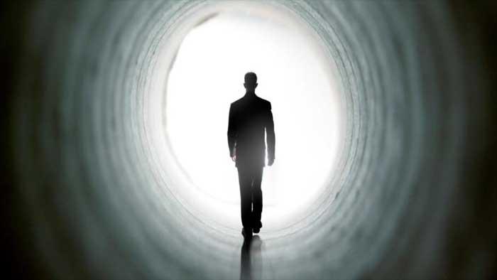 मरे हुए व्यक्ति को सपने में देखना