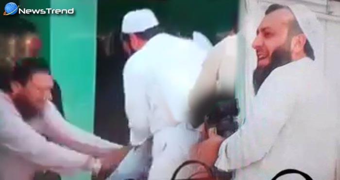 रमजान में सिर्फ पानी पीने पर मुल्लाओं ने पत्रकार की कि जमकर धुनाई... वीडियो वायरल!