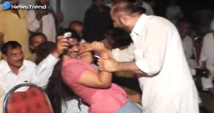 वीडियो – देखें तहजीब के ठेकेदार पाकिस्तानियों ने कैसे की इस डांसर के साथ 'अश्लील हरकत'!