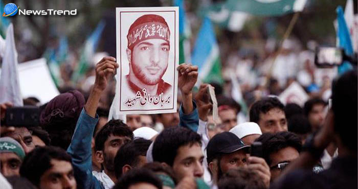 बुरहान वानी की बरसी पर जम्मू कश्मीर में किया आतंकवादियों ने हमला, दो लोगों की मौत!