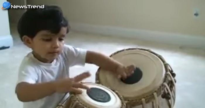 यह छोटा बच्चा होगा भारत का सबसे छोटा तबला वादक, प्रतिभा देखकर हो जायेंगे दंग… देखें वीडियो!