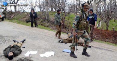 कश्मीर : कुलगाम में 2 आतंकी ढेर, शोपियां में मेजर व एक जवान शहीद; 3 आतंकी घिरे