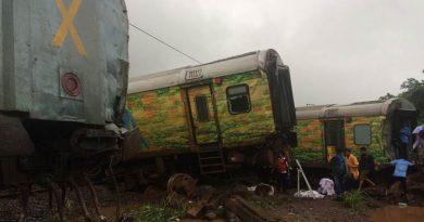 एक और रेल हादसा : नागपुर-मुंबई दुरंतो एक्सप्रेस के 7 डिब्बे पटरी से उतरे