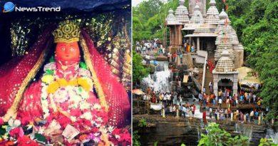 एक ऐसा मंदिर जहाँ देवी माँ की सेविकाएं नहलाती हैं भक्तों को