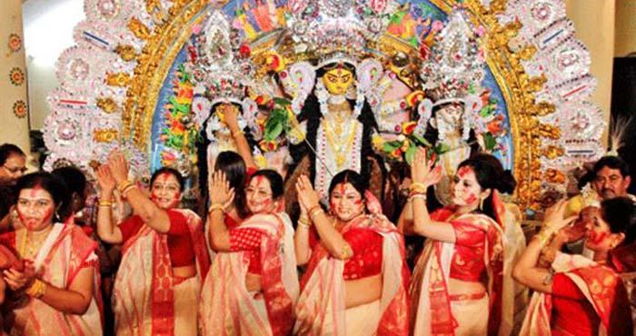 Photo of दुर्गा पूजा के दौरान भी बंगाली  नहीं करते मांस-मछली खाने से परहेज, वजह जान कर रह जाएंगे दंग