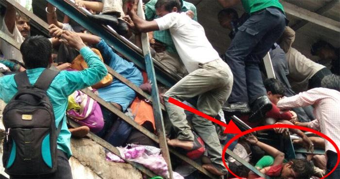 बड़ी ख़बर – मुंबई के एलफिंस्टन रेलवे स्टेशन पर मची भगदड़, 22 लोगों की मौत, 30 से ज्यादा लोग हुए घायल