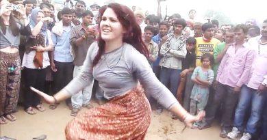 विदेश से भारत आयी इस महिला ने किया ऐसा अद्भुत डांस देखकर हो गए लोग हक्के-बक्के, शायद आप भी...