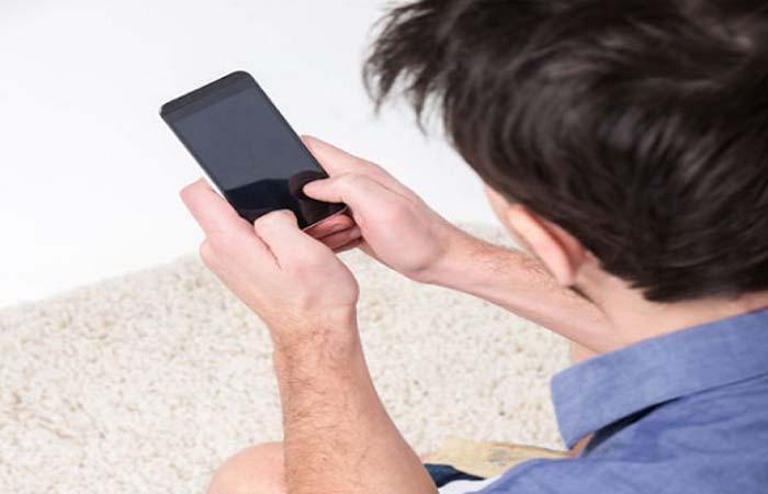 सावधान : अगर आपके मोबाइल में हो रही है ये प्रॉब्लम, तो ये हैं बैटरी फटने के संकेत