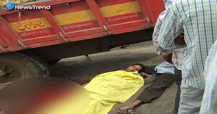 आखिरी सांसे थाम महिला ने बीच सड़क बच्चे को दिया जन्म, वीडियो रूला देगा आपको