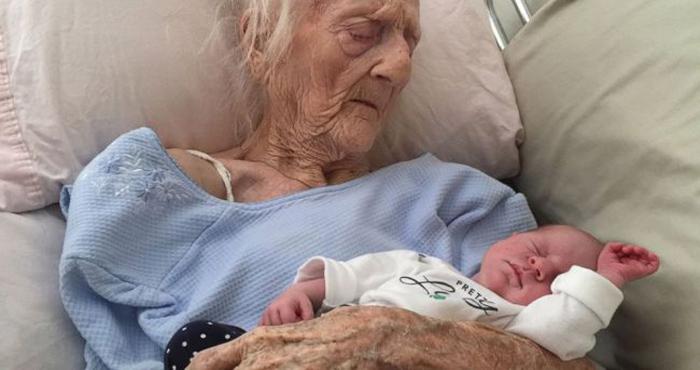 101 साल की उम्र में ये औरत बनी 17वें बच्चे की माँ, डॉक्टर्स हुए हैरान