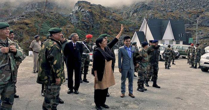 रक्षा मंत्री को सामने देख ऐसी हरकतें करने लगे चीनी सैनिक, फिर रक्षा मंत्री जो किया वो देखकर…