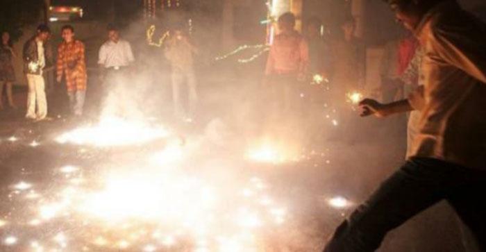 बैन के बाद भी दिल्ली में जमकर फोड़े गए पटाखे, एक ही रात में दिल्ली की हवा हुई कई गुना जहरीली