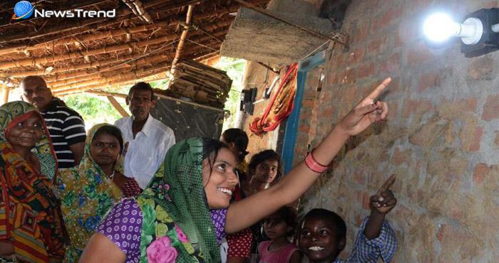 आज़ादी के 70 साल बाद पहली बार इस इलाके में जला बिजली बल्ब, गाँव वाले देखकर हुए प्रसन्न