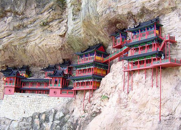 मंदिर की नहीं है कोई सतह फिर भी लटका रहता है हवा में, एक ऐसा रहस्यमयी मंदिर जिसे देखकर थम जाएगी सांसें
