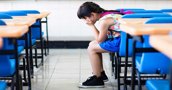 चौथी कक्षा की छात्रा के रोने से टीचर हुई परेशान, टीचर को बताया- मेरे ताऊ मेरे साथ करते थे...