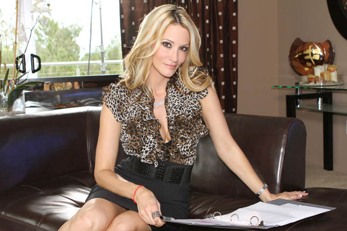 Sweet milf blonde Jessica Drake is giving a deep blowjob on cam  1510009