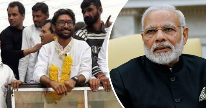 चुनाव प्रचार के दौरान गुजरात के दलित नेता जिग्नेश मेवानी के काफिले पर हमला, पीएम मोदी पर लगाया आरोप