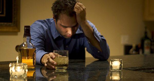 जानिए लिमिट से एक पेग ज्यादा शराब पीने से क्या हो सकता है...