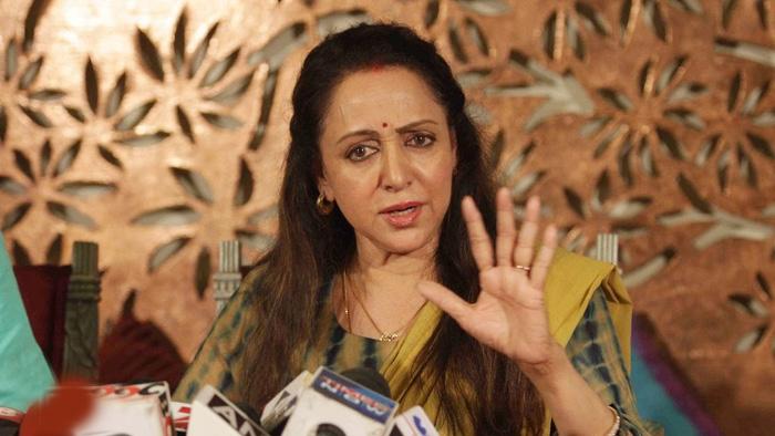 हेमा मालिनी ने डाला कमला मिल्स की आग में घी, मुंबई के लोग हुए नाराज